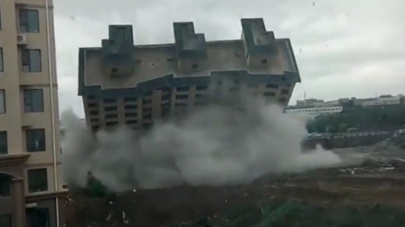 长春一新建楼房倒塌?官方:地块所有权变更企业自行拆除