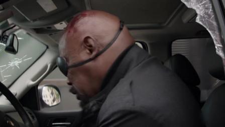 美国队长2:神盾局局长遭遇,从车底下掏出一挺机关枪就是干