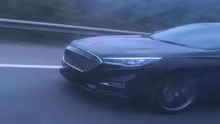 高速路上遇到的国产红旗车,前脸简直太霸气了,就是不知道费不费油!