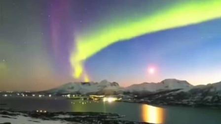美出天际!漠河上空现北极光 五彩斑斓十分炫目