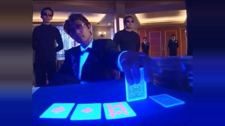 赌神玩荧光牌,蒙面美女赌术精湛,可惜遇到的是千王