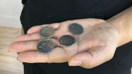 魔术揭秘:空手消失硬币又瞬间出现,硬币藏在哪里?学会骗朋友玩