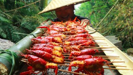 小龙虾这样吃才过瘾,一人吃50只,连壳都不放过,真解馋