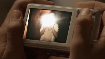 女子意外获得一部相机,晚上自拍了一下,照片里东西吓得她够呛