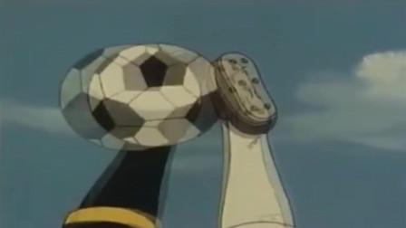 足球小将:大空翼使用后空翻凌空射门,不料被修纳德以牙还牙!