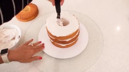 国外牛人做了一个芭比娃娃蛋糕,看得都舍不得吃了!