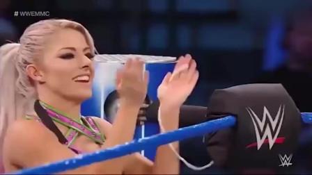 WWE 猛男和美女准备亲吻,关键时刻米兹出来捣乱,猛男狂追米兹
