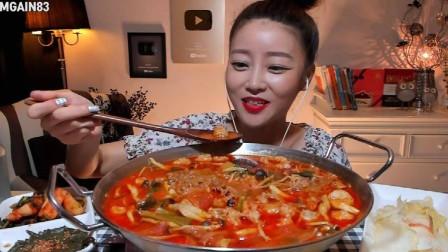 韩国大胃王美女自制牛奶超辣火锅,真馋人啊!