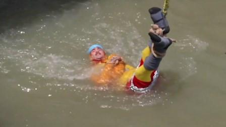印度魔术师挑战水中逃脱 下水后失踪恐已遇难