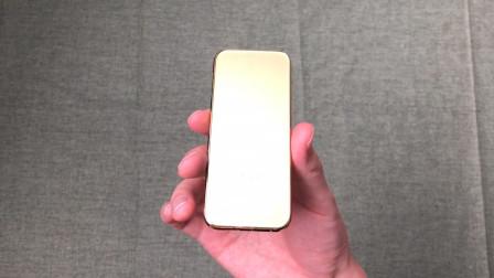 """9999买的""""金条定制手机""""开箱,上手那一刻我懵了:这真是手机?"""