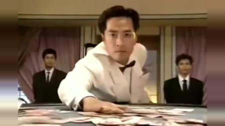 高手对决就是不一样,赌牌都是这么抽,石志康这个笑容真迷人!