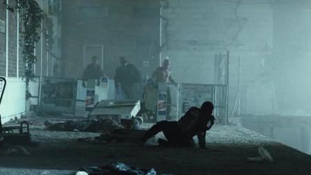 末日侵袭小哥俩遭到一大群人追杀对面人太多哥俩赶紧跑