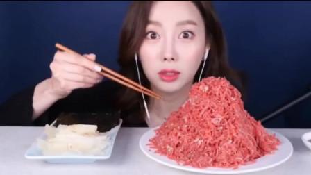 吃播:韩国美女吃高档牛肉刺身,她大口大口吃