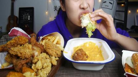 吃播大胃王:小姐姐独吃炸鸡汉堡蘸芝士酱,连吃带喝,真馋人!