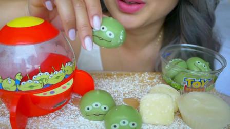 """柚子看天下 小姐姐吃""""外星人""""麻薯和奶酪年糕,口味多样好美味"""