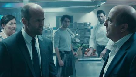 蜂鸟特工:西装男来到后厨向男子要现金,男子:我们这里四个人呢