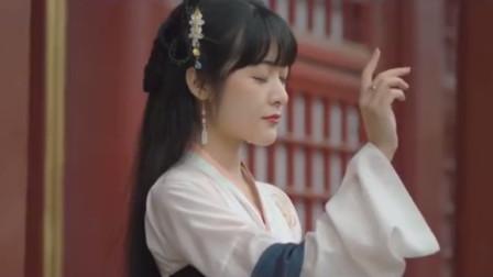 """曾以男性身份欺骗观众数十年,今穿汉服游""""日本神社""""再惹质疑"""