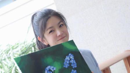 陈妍希扎高马尾减龄 穿蓝色西装搭短裤清新靓丽