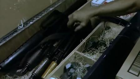 """香港古惑仔武器库太强,这一大箱子,全是""""好家伙""""啊!"""