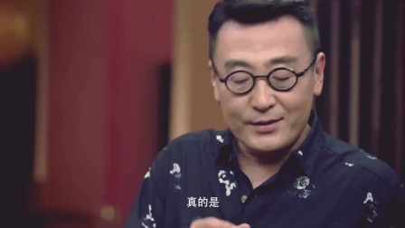 当李小牧戴上墨镜,说着一口日语时,别提有多像日本黑帮老大了!