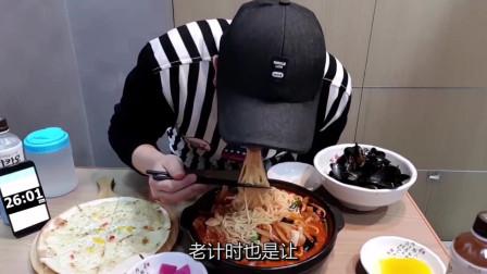 韩国眼镜哥计时挑战海鲜面和披萨, 用时太惊人了
