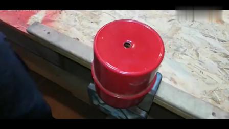 牛人发明:喷砂除锈枪,只需一个废旧油壶就可以,除锈效果太爽了