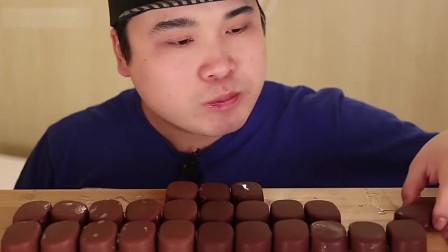 吃货胖哥吃自制巧克力冰淇淋,一次做了这么多,吃完不腻吗?