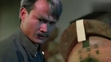 《僵尸先生》林正英下手太重把僵尸的手都打断了, 师弟看到心疼不已