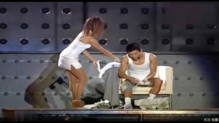 刘德华演唱会:我要换衣服了,你们就趁这个时候上厕所吧!