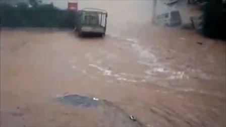 四川巴中遭强暴雨侵袭 街道变河道乡镇成一片汪洋