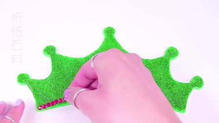 儿童益智手工,用彩泥给芭比娃娃做裙子高跟鞋和皇冠,做法很简单
