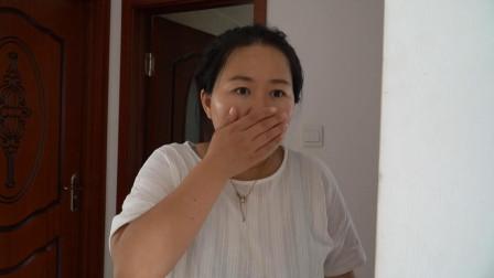 妻子坐月子,丈夫晚上睡沙发,半夜发现客厅有动静,推开门愣了