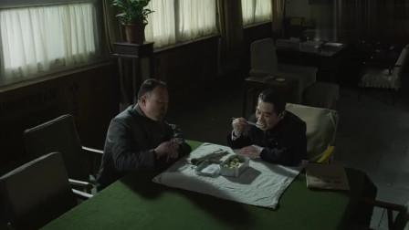 海棠依旧:恩来抱怨,自己还没有动筷子,陈老总就先吃起来了