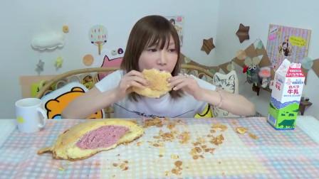 三个超大菠萝面包搭配三公升牛奶,一步到胃!