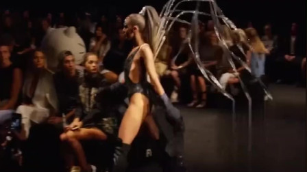 伦敦时装周BONDI BATHER品牌泳装秀,模特不仅技术精湛,气质也不俗!