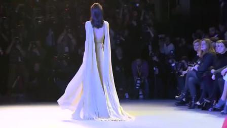维密模特走秀飘逸的裙子穿到模特火辣身上魅力无限