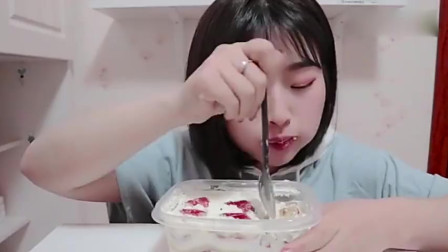 空口喝奶油!太爽啦~~~抹茶奥利奥蛋糕盒子 ,雪山草莓蛋糕盒子
