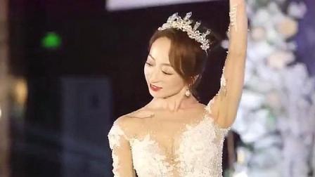 新娘在婚礼上跳起《琵琶行》,这也太美了,长得像明星!