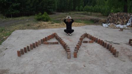 农村小伙应粉丝要求,用红砖摆出两个A,推倒时还在想对A是啥意思