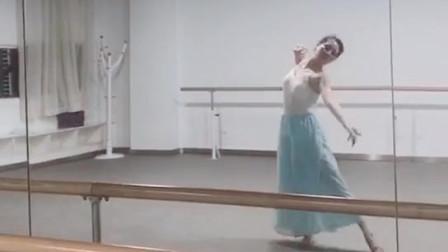 一个随意的舞蹈片段,跳的还可以啊
