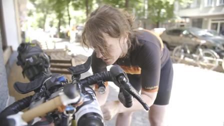 她一个人骑自行车环游世界,总共花费4个月,打破最快世界纪录!