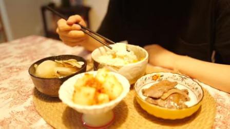 莫有风和臭小孩月日常去济州岛前的化妆包整理与分享蜜杏烤磅蛋糕鸢尾花家常菜三角饭团