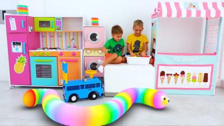 萌娃小可爱们可真会玩呢!萌娃:这些彩色的贪吃蛇可真漂亮呀!