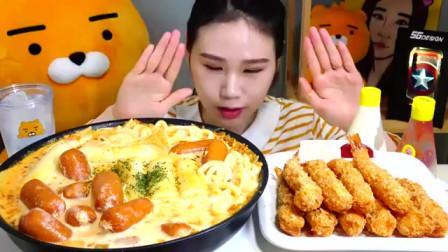 韩国吃播 美食吃货弗朗西斯卡 泡菜奶油乌冬面和炸大虾