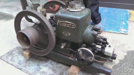 老外收藏1942年发动机,一番操作后,正常启动!