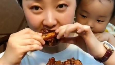 大胃王:美女一口能吃很多美食,真是好吃到上瘾!吃肉,你喜欢吃吗?
