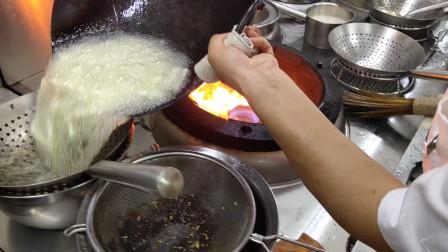 为啥饭店炒的丝瓜好吃,大厨的这种炒法,省油还不发黑