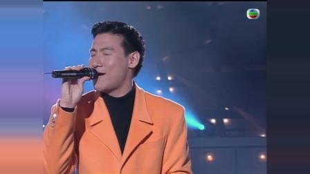 当年张学友在台上唱《分手总是在雨天》,台下三大天王纷纷鼓掌!