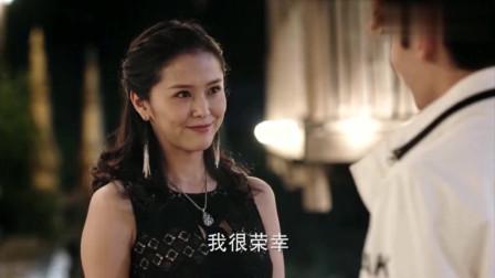 吴邪因为帅气的外表,自动获得美女的青睐和帮助