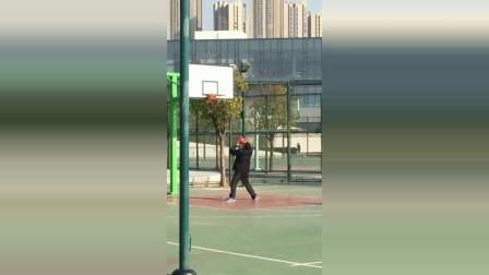 学校发现一名篮球奇才,以前我只服樱木花道,现在我只服他